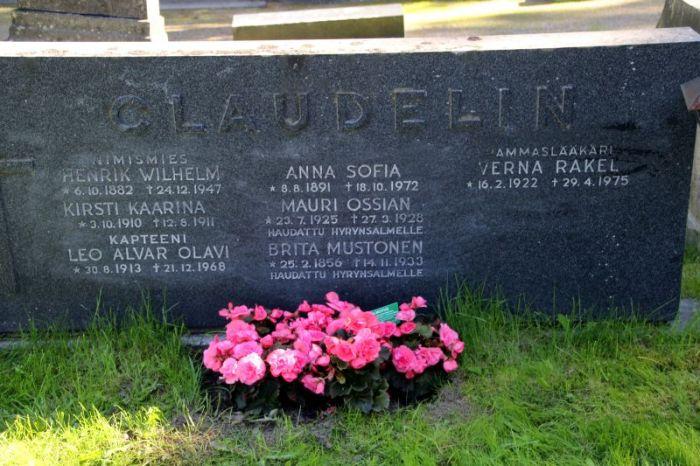 Claudelin hautakivi Oulu Intiö kortteli 41